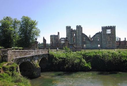 No.310 - Cowdray Ruins